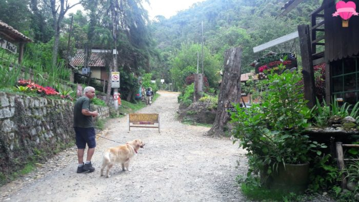 cachoeira-do-escorrega-com-cachorro-visconde-de-maua-dica-pet-friendly