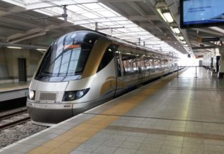 Gautrain, o trem de alta velocidade entre Joanesbugo e o aroporto na África do Sul