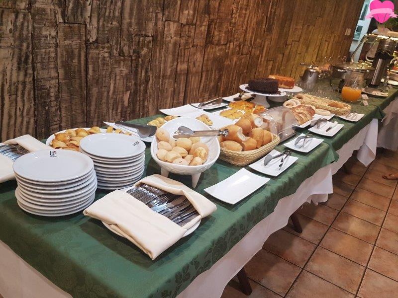 Gostosa servindo no restaurante cuzuda - 3 part 8