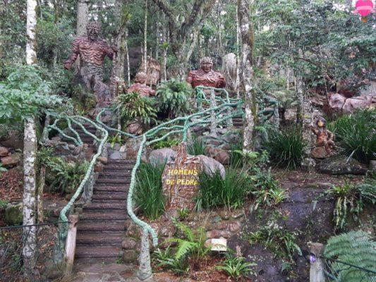 homens-pedra-parque-tematico-florybal-canela