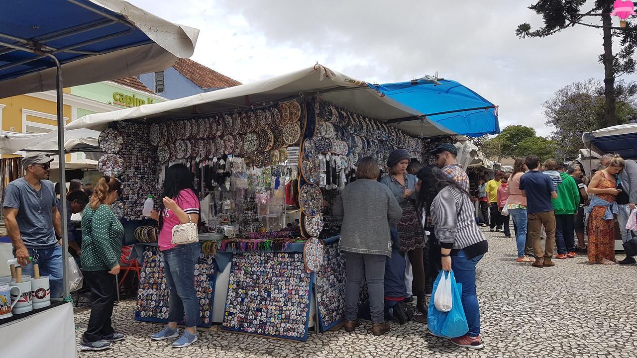 feira-largo-ordem-curitiba-barracas-artesanatos