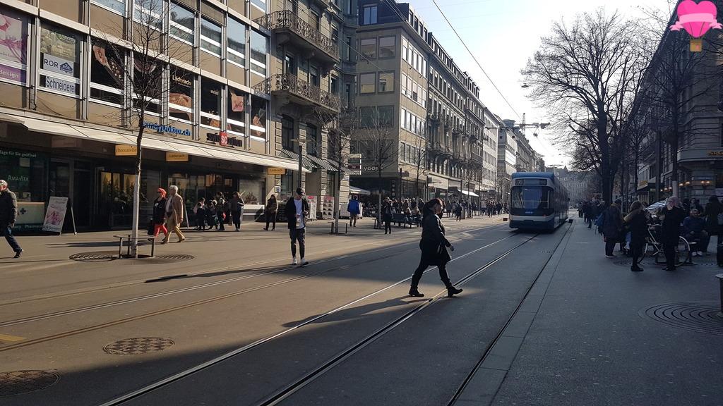 bahnhofstrasse-zurique-suica