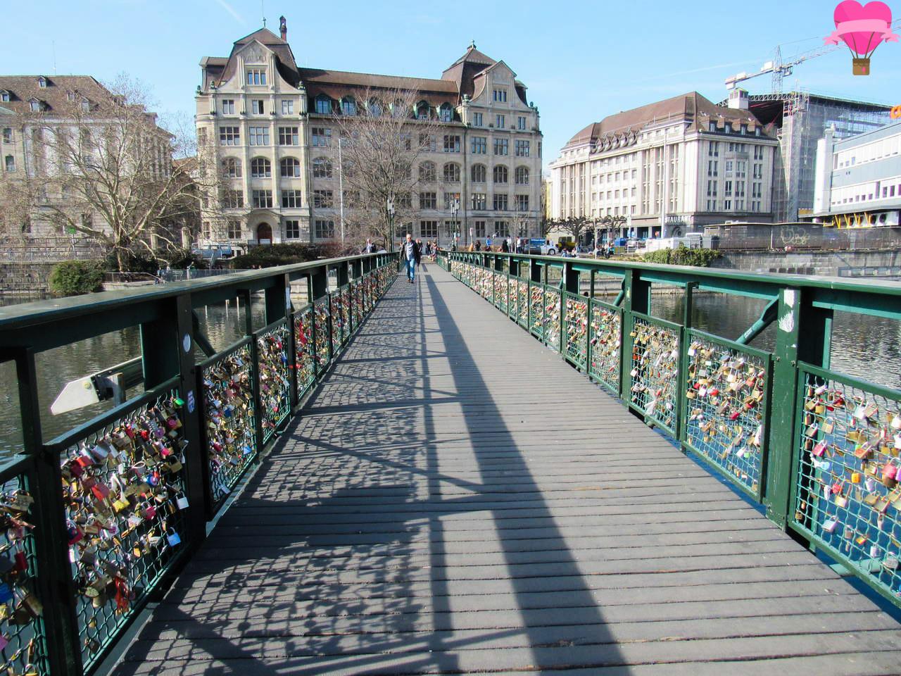 cadeados-ponte-rio-limmat-zurique-suica