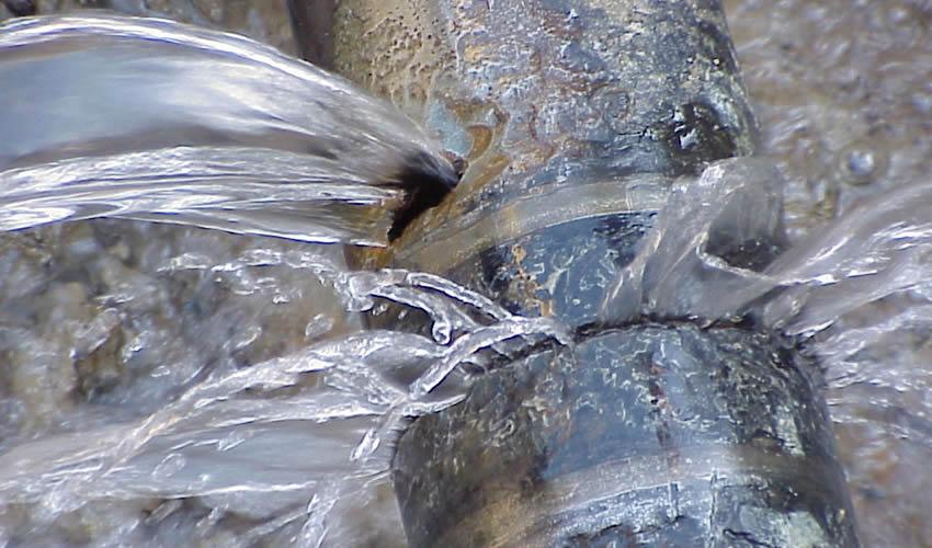 Como consertar cano com vazamento