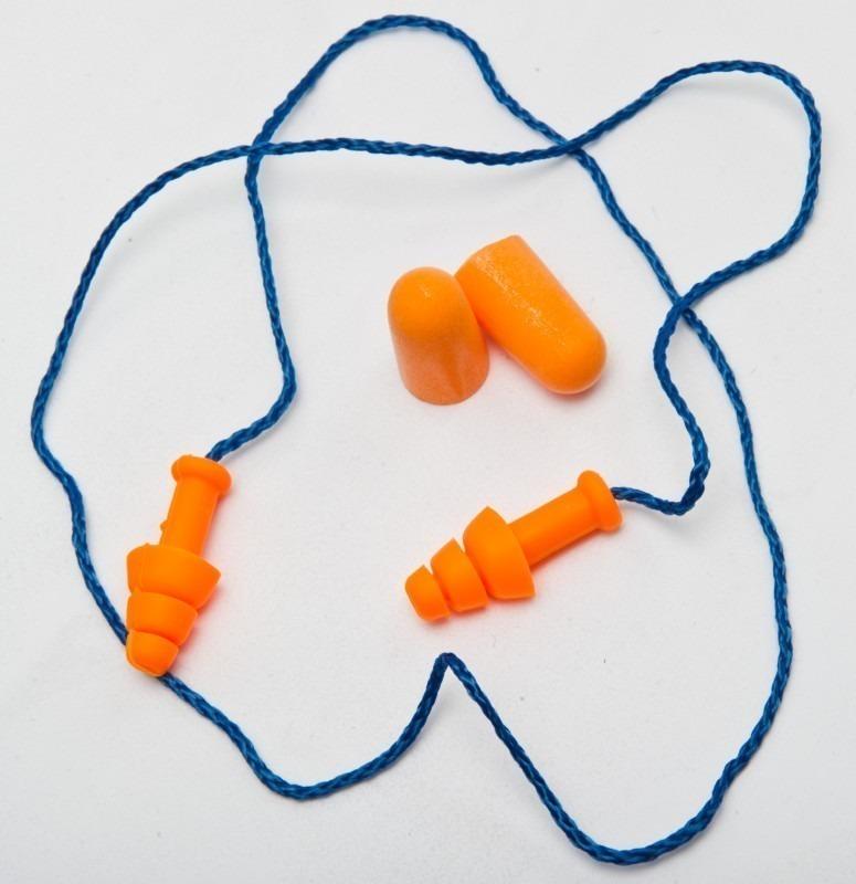 você precisa usar ear plugs em festivais