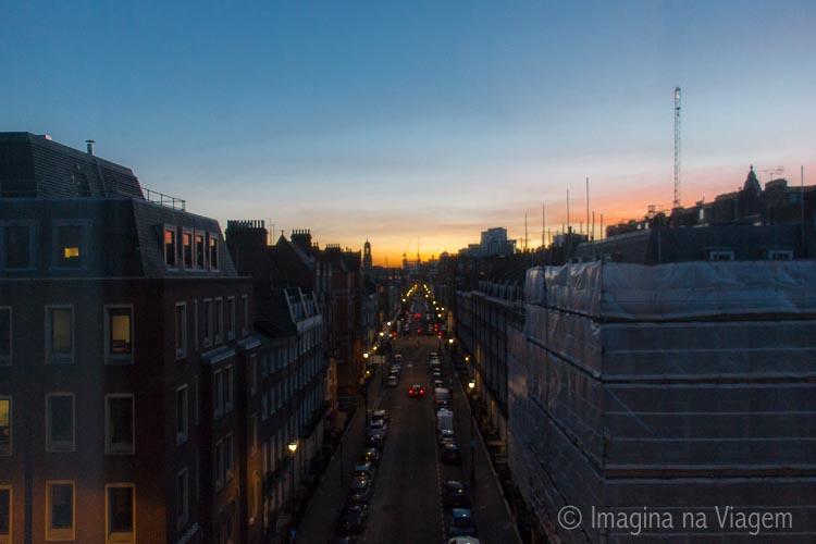 O primeiro pôr do sol em Londres, visto do nosso quarto no Park Plaza Sherlock Holmes.