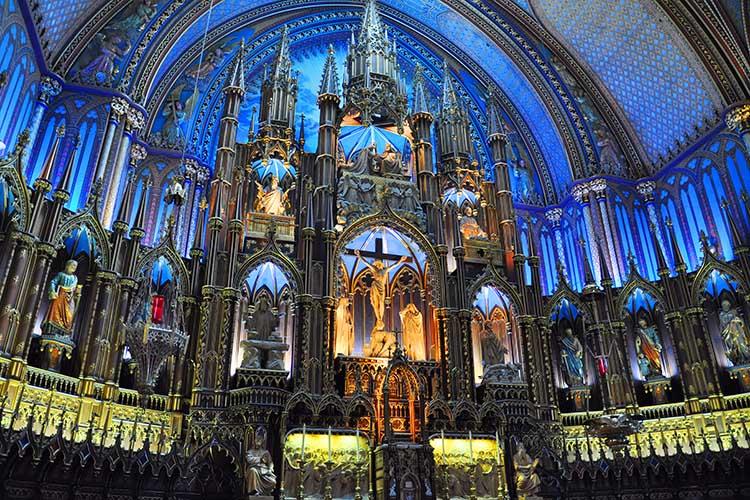 Notre-Dame de Montreal, uma das mais belas igrejas do mundo em nossa opinião. - © Adobe Stock / jiawangkun