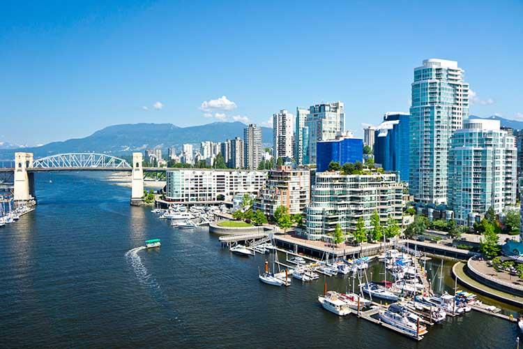 Um passeio de barco em Vancouver também não seria nada mal, hein? - © Adobe Stock / MF