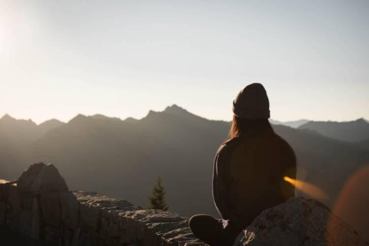Ouvir meditações guiadas pode ser uma excelente maneira de lidar com os momentos de maior angústia, como pousos e decolagens.