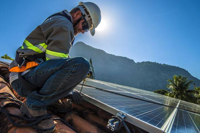 Custo de instalação de equipamentos de energia solar no Brasil reduz 50%