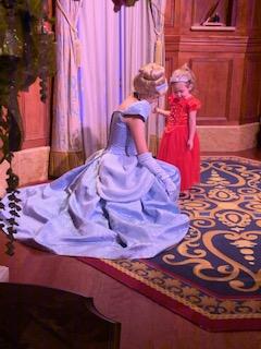 Cinderela com garotinha na Disney