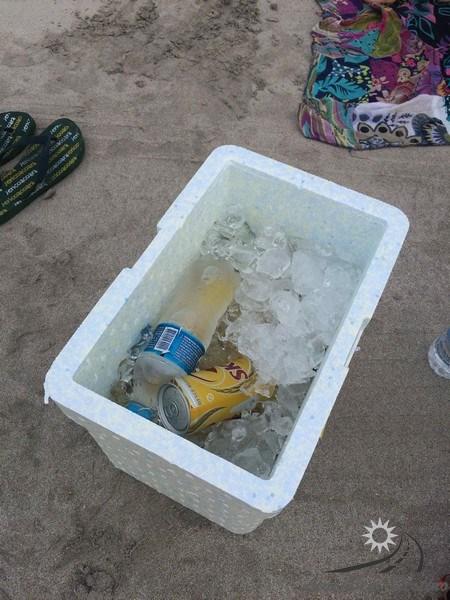 isopor-cerveja-praia-de-antunes-maragogi-alagoas