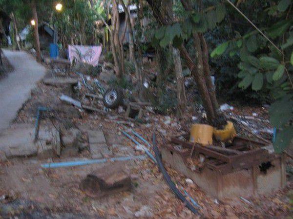 o que nao te contaram sobre a tailandia - transito - turismo exploratorio - zoologico - mulheres girafa - elefantes - poluicao - drogas - motos (5)