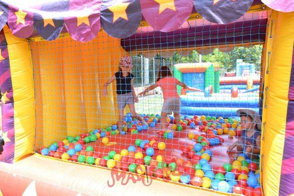 festa-infantil-super-piscina-de-bolinhas-circo