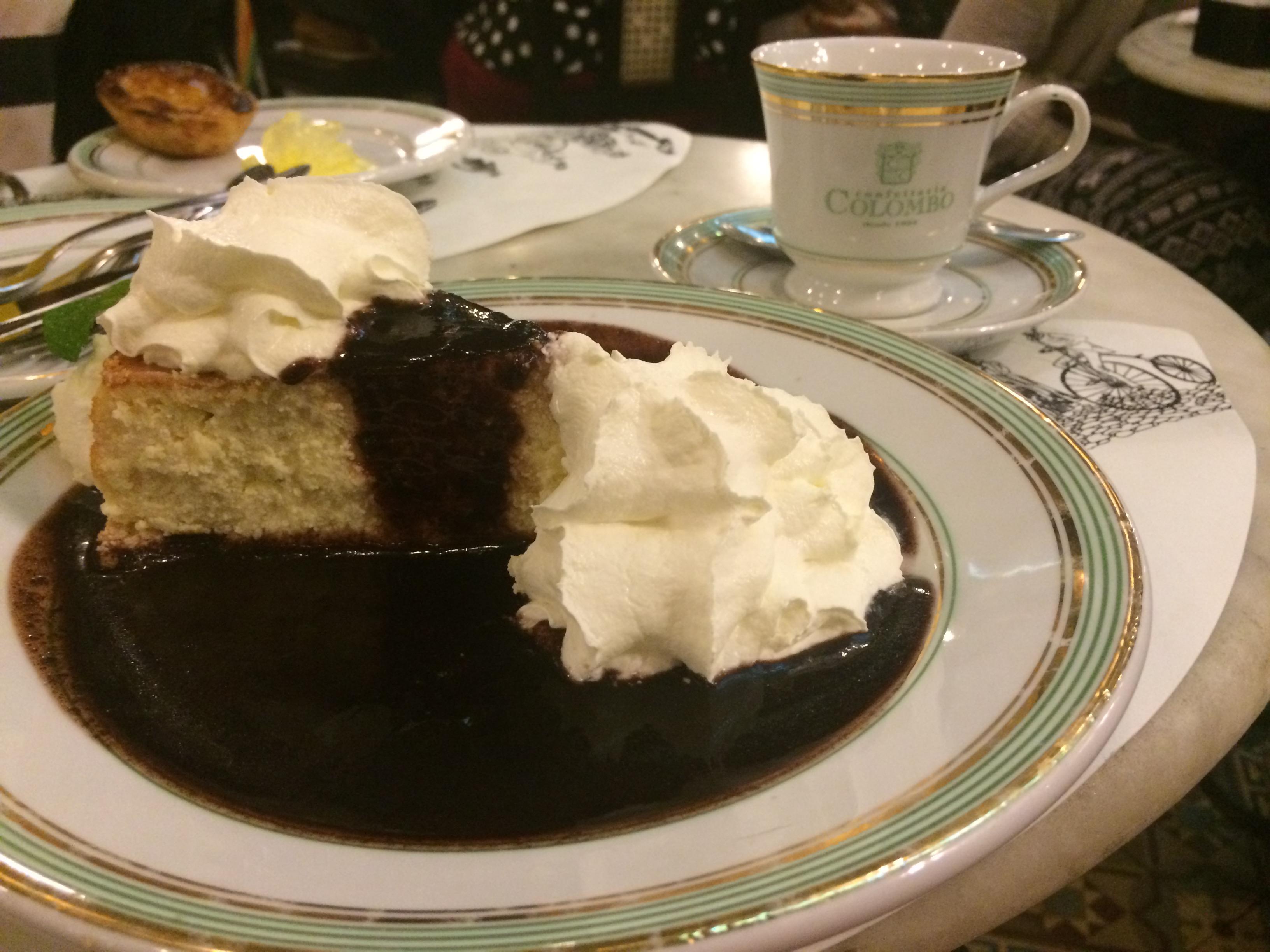 Cheesecake com coulis de açaí. Não sou muito fã de cheesecake, mas pedi pela curiosidade da calda, hehe. Estava muito bom, recomendo!