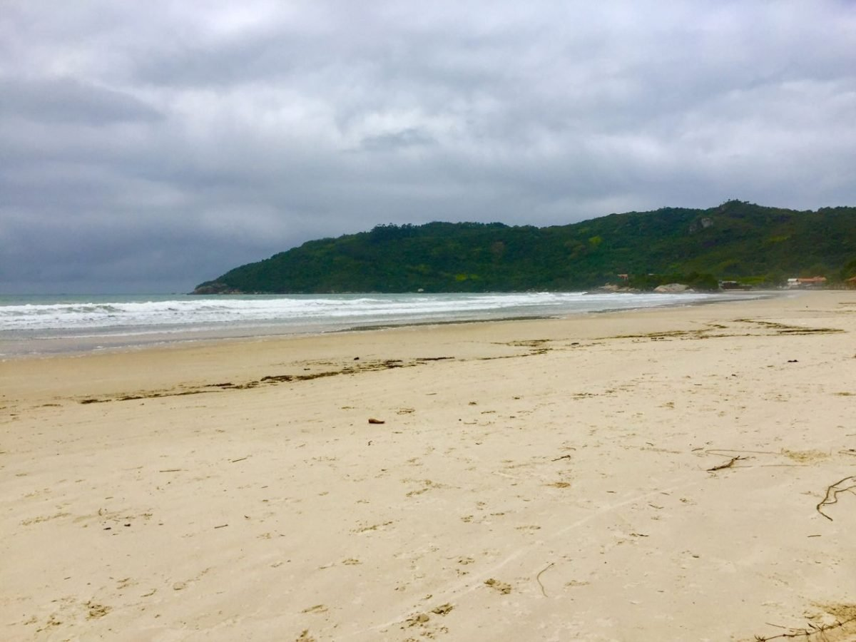 praia do canto grande bombinhas