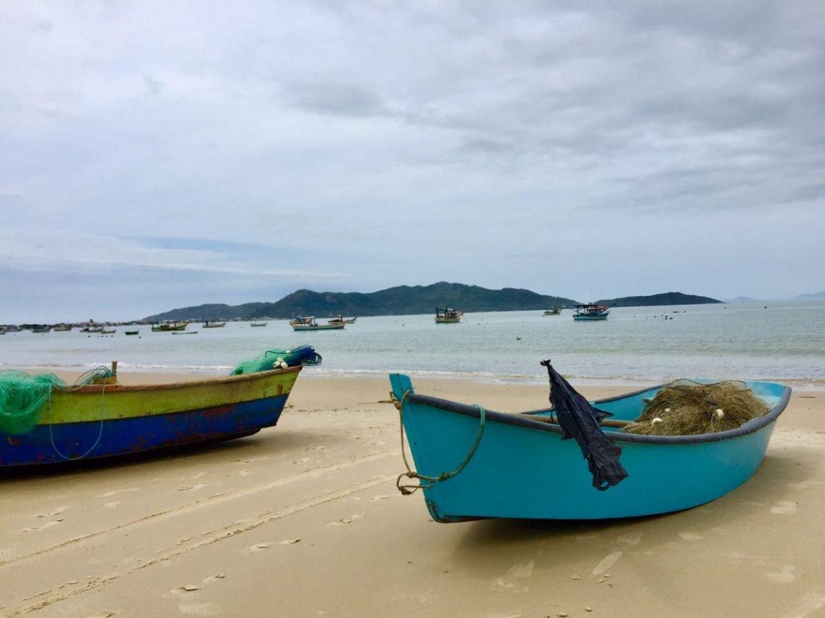 praia de zimbros bombinhas
