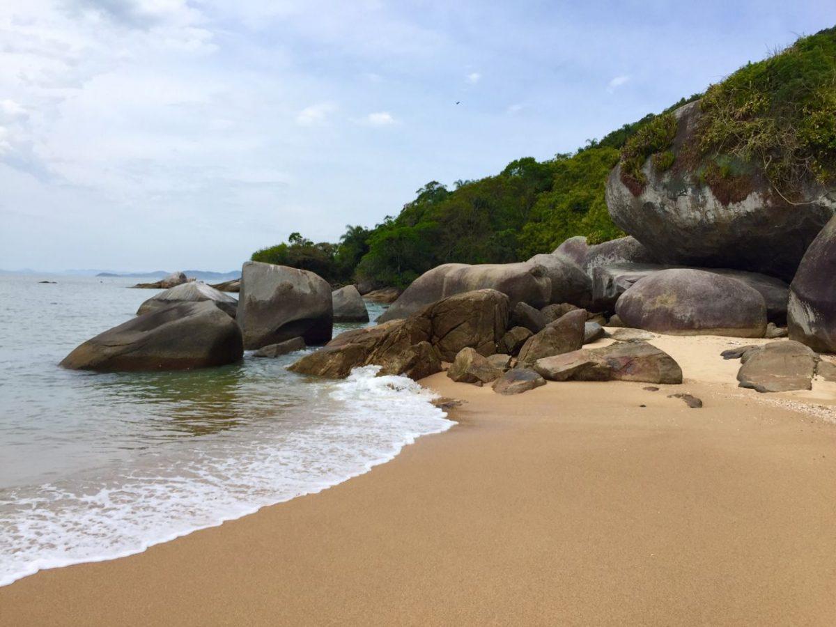 praias desertas bombinhas