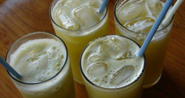 Bem geladinho, com limão... Ai,ai! Foto retirada de: http://www.mundoboaforma.com.br/caldo-de-cana-engorda/