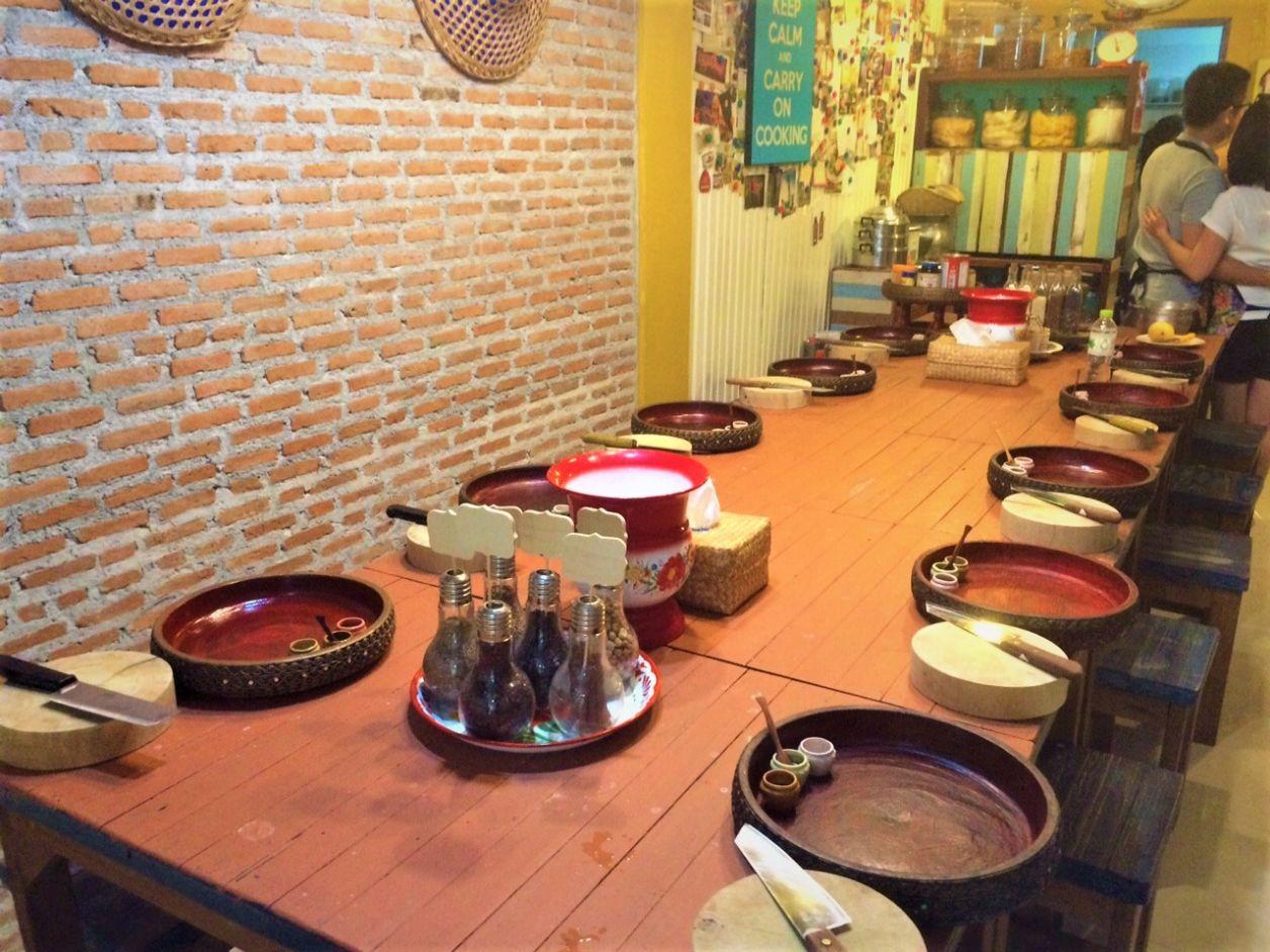 Nossa mesa de preparo dos alimentos, com as tigelas de cada um!