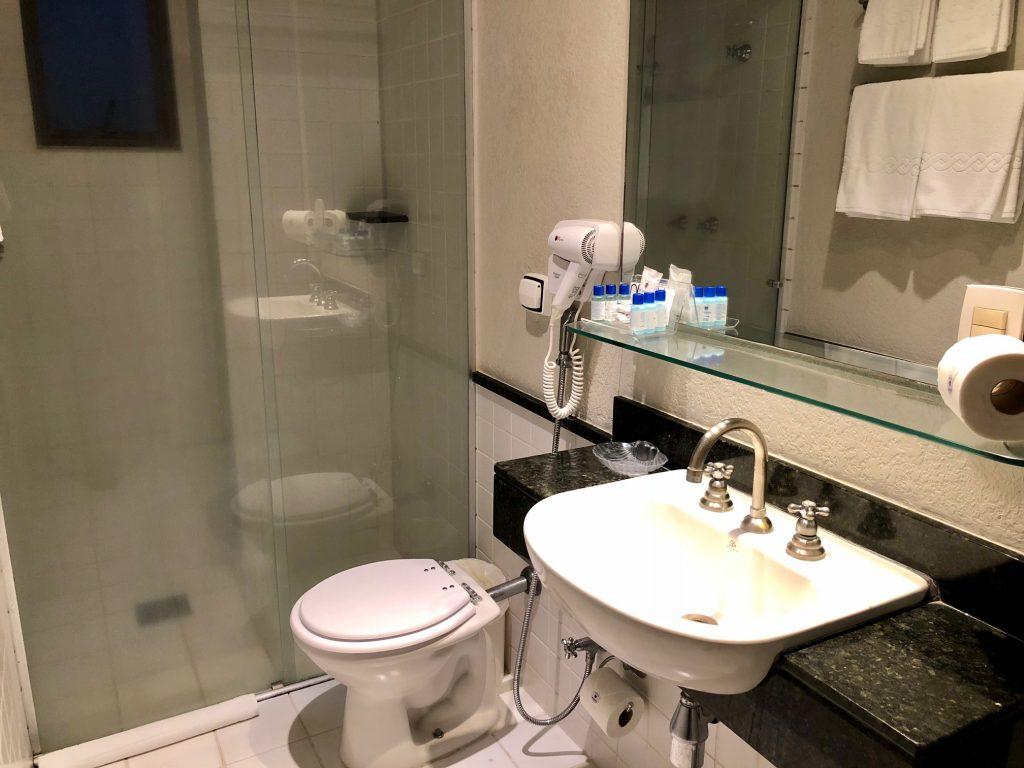 banheiro hotel metrópole maringá