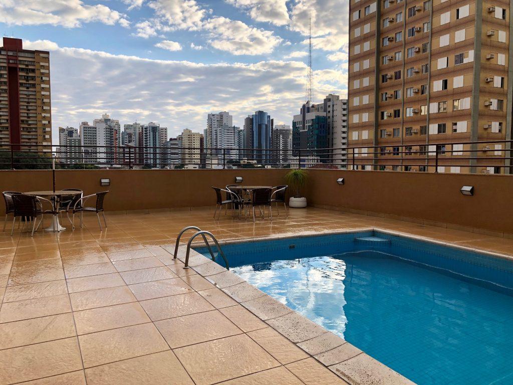piscina hotel em Maringá