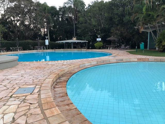 piscina hotel Deville cascavel