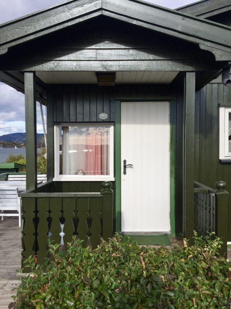 Casinhas nas ilhas perto de Oslo