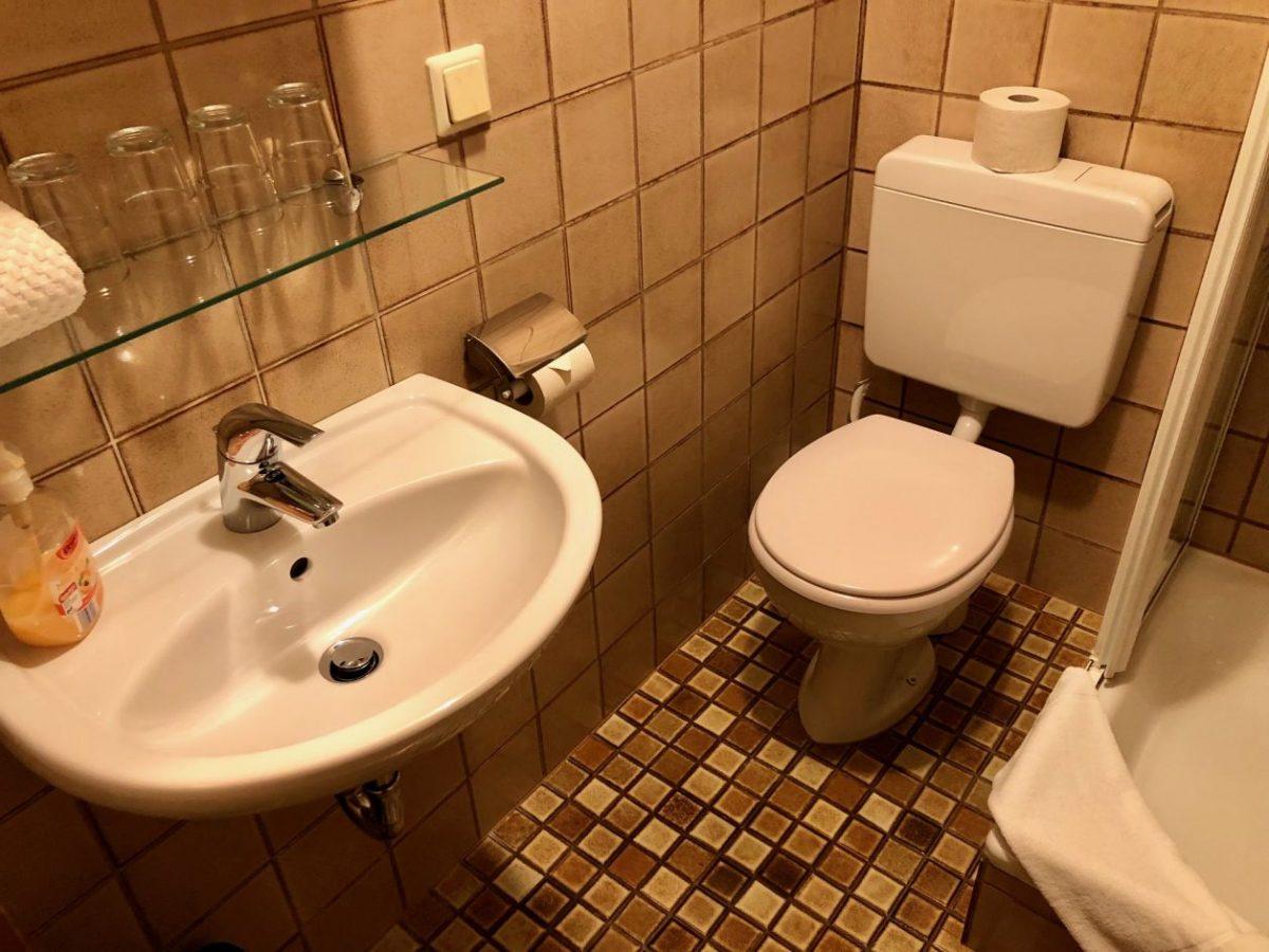 banheiro hotel rotemburgo