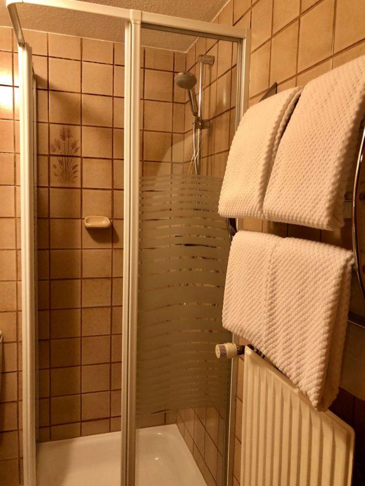 banheiro hotel rothenburg