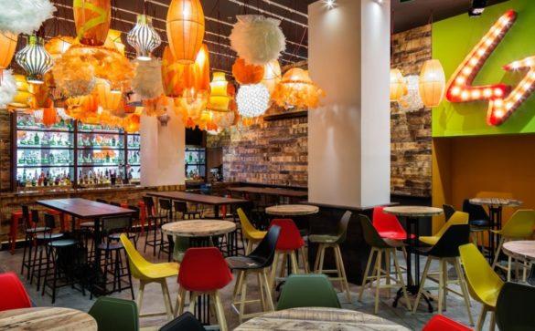 Generator hostel bar e1465061450774 585x363 - Generator: o melhor hostel de Barcelona
