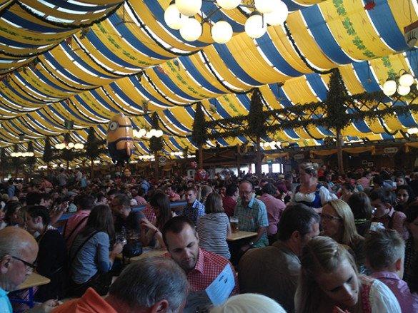 Oktoberfest Stuttgart 05 585x439 - Oktoberfest de...Stuttgart