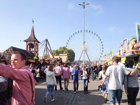 Oktoberfest Stuttgart 35 585x439 - Oktoberfest de...Stuttgart