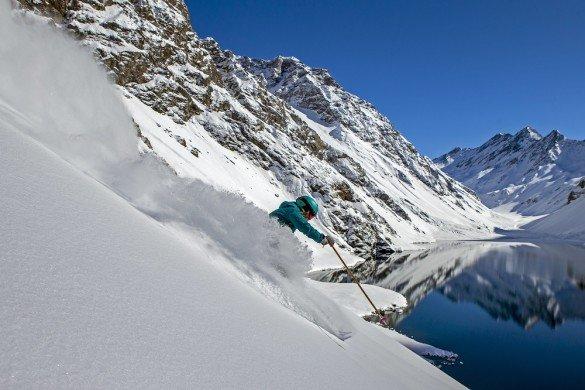 A esquiadora Mali Noyes em Portillo, praticando esqui no Chile