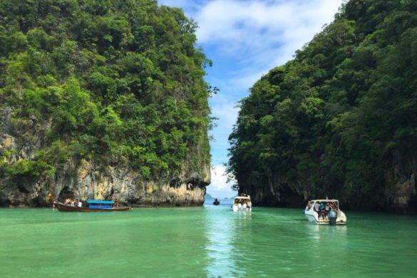 Hong Islands, ilhas na Tailândia, com mar bem verde alcançadas desde Krabi