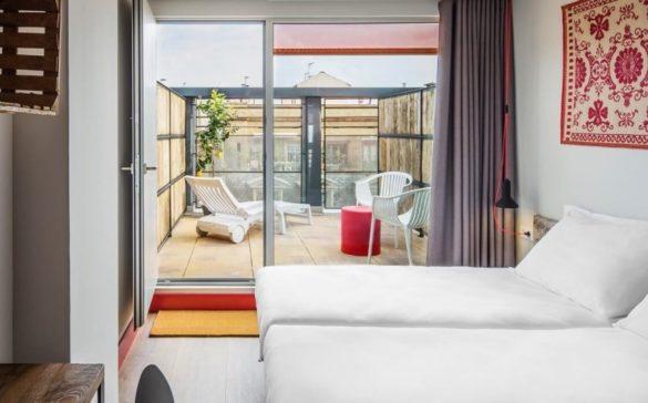 generator hostel tquarto duplo com terraço e1465061539135 585x364 - Generator: o melhor hostel de Barcelona