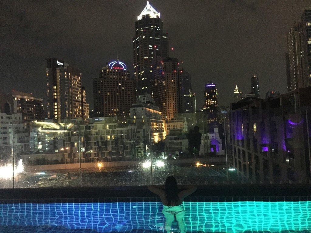 Piscina do Icon Bangkok
