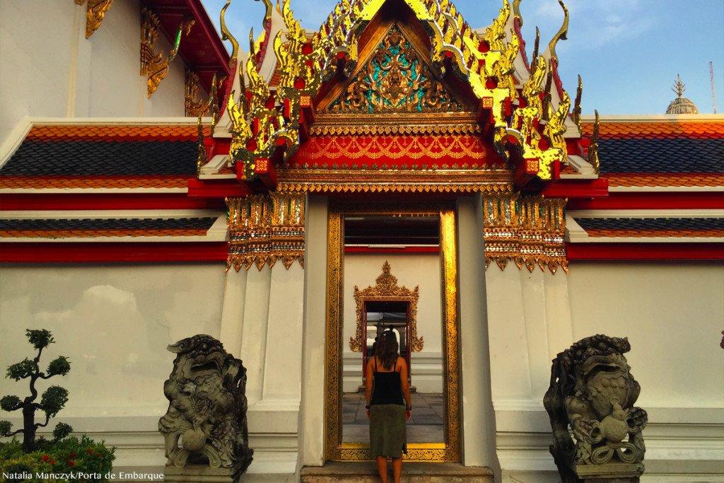 por do sol no Wat Pho, o Templo do Buda Deitado, Bangkok, Tailandia