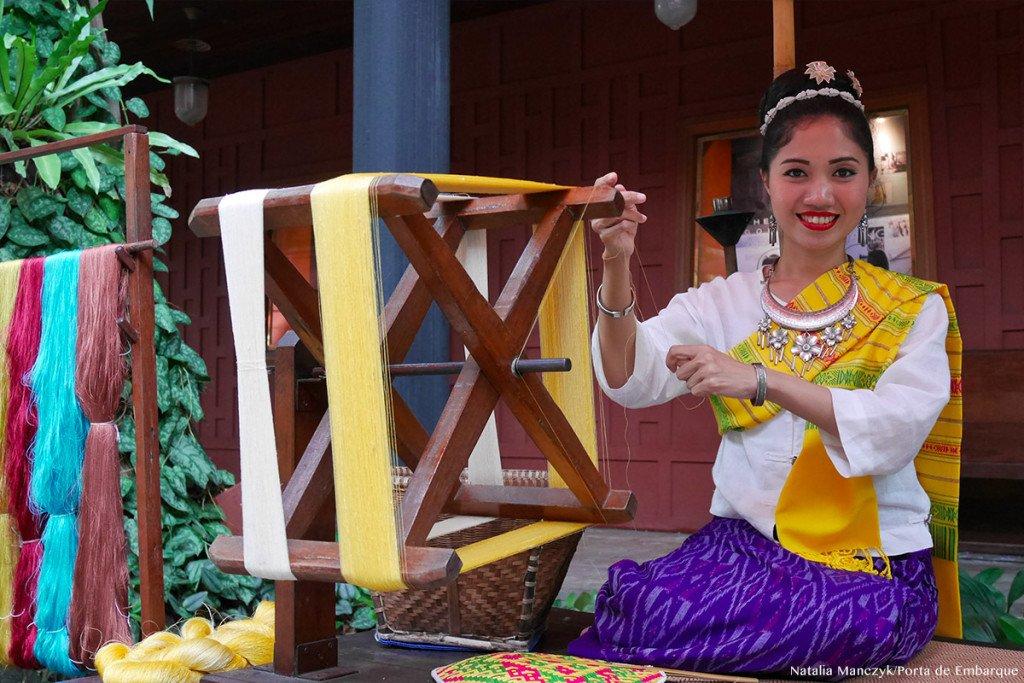 produção de seda na casa de Jim Thompson, em Bangkok, tailandia