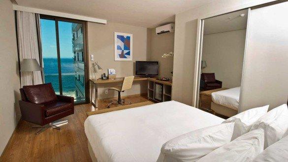 pestana rio atlantica apartamento queen vista parcial mar luxo design  585x329 - Hotéis Pestana no Brasil estão com até 50% de desconto na diária