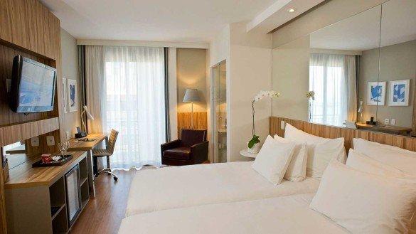 pestana rio atlantica apartamento twin suite luxo vista cidade 635955478697207680 585x329 - Hotéis Pestana no Brasil estão com até 50% de desconto na diária