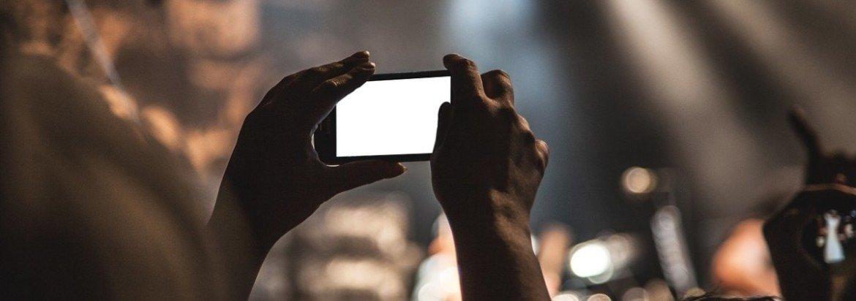 smartphone e chip pre-pago em viagem