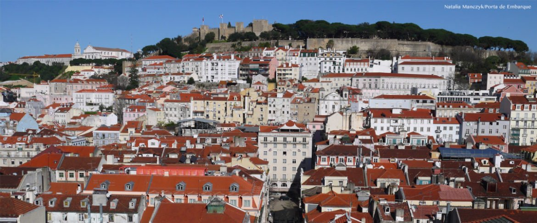 Lisboa, casinhas com o castelo