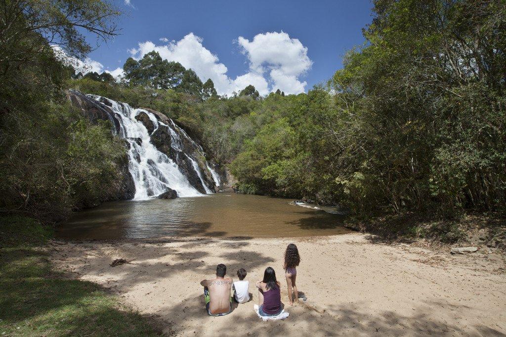 Fim de semana com cachoeiras de Bueno Brandão