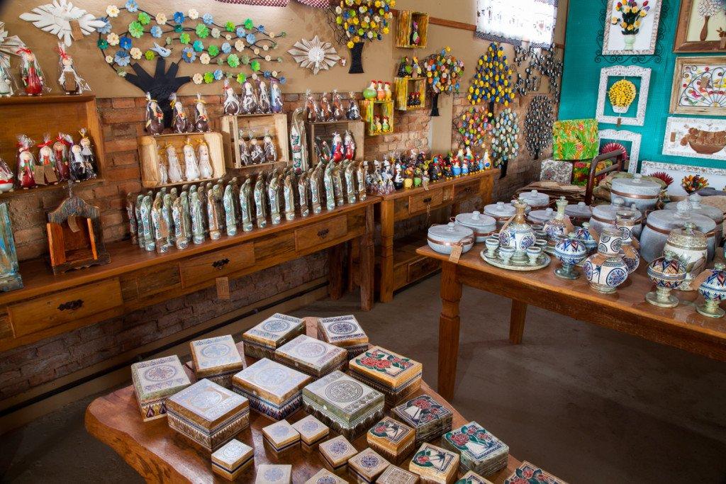 Galpão Mineiro, com comida e artesanato