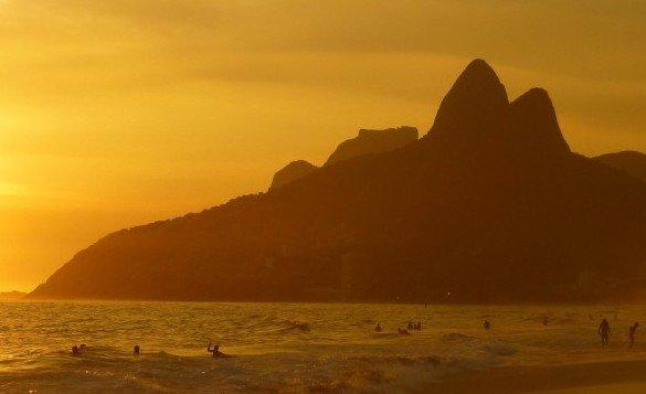 ipanema beach 99388 1920 e1476491682673 585x357 - Superpromoção de voos entre o Rio e São Paulo