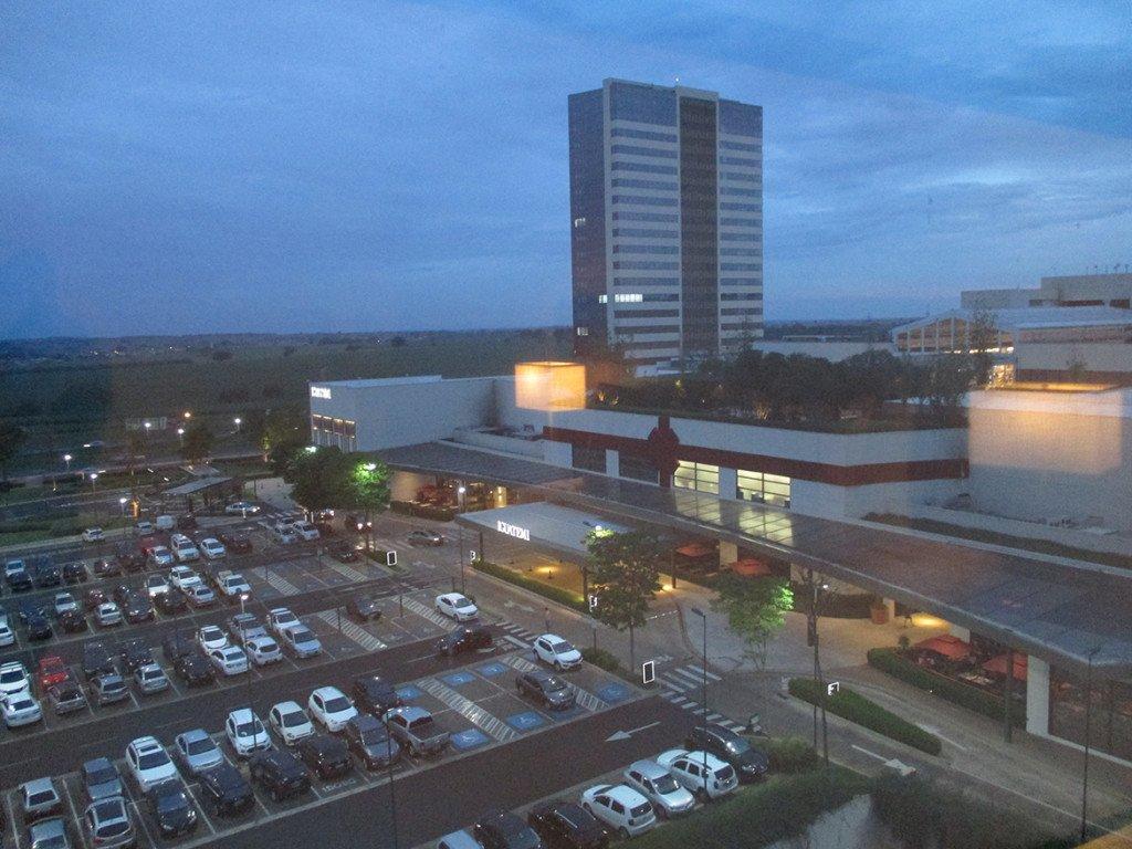 O estacionamento gratuito do hotel fica no Shopping Iguatemi, grudado ao Hyatt Place