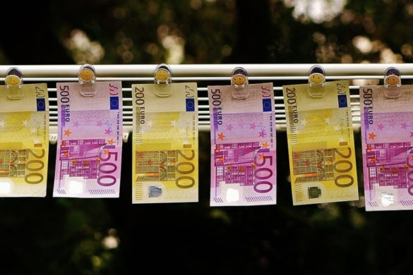 money 1520866 1280 e1479768161493 585x390 - Desconto para comprar dólar, euro ou libra