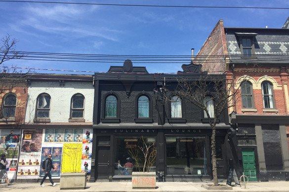 Toronto Queen Street Lojas29 585x390 - Queen Street West: Um passeio diferente em Toronto