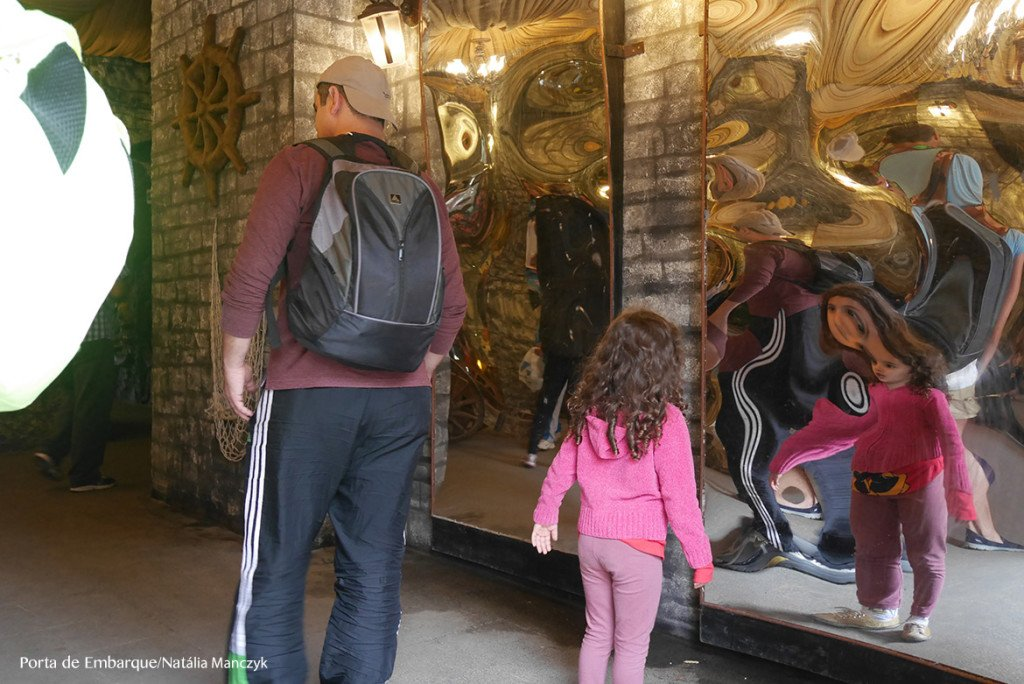 espelho, um dos brinquedos do parque beto carrero world
